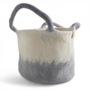 Stor korg av ull i vit och ljusgrå med ombre effekt.