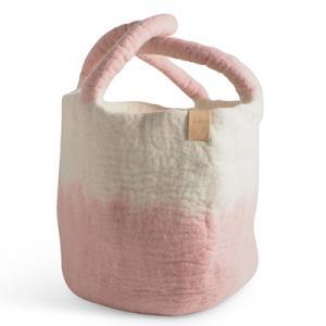 Stor korg av ull i vit och rosa med ombre effekt.
