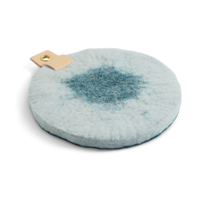 Round trivet in ombre with a hanger in eco leather - Teal and white.