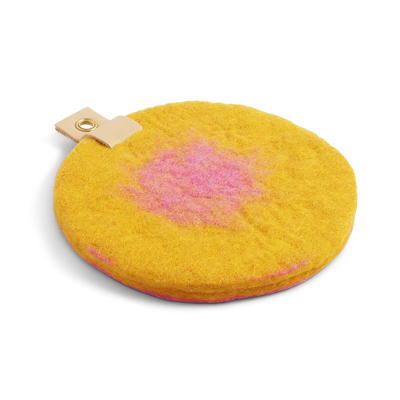 Round trivet in ombre with a hanger in eco leather -Pink and mustard.