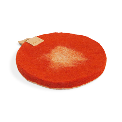 Round trivet in ombre with a hanger in eco leather - Rust.