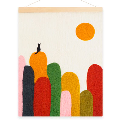 Poster in wool with a motive of a cat on hills.