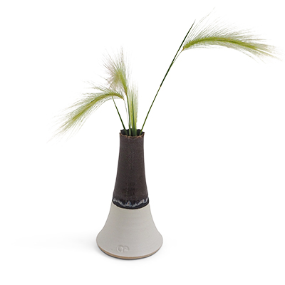 Hualãlai - Ceramic vase with dark brown glaze and grey bottom.
