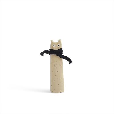 Cat made of raw stoneware. White cat with a black scarf around the neck. Size Medium.
