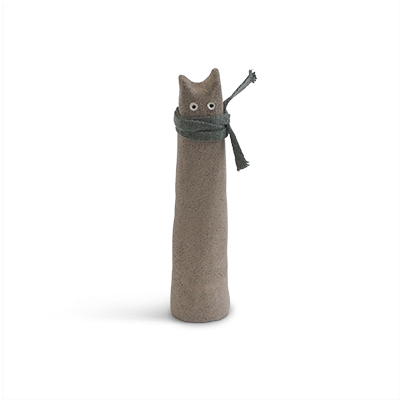 Cat made of raw stoneware. Grey cat with a scarf around the neck.
