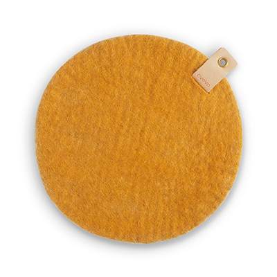 Round seat cushion in mustard wool with a hanger in eco leather.
