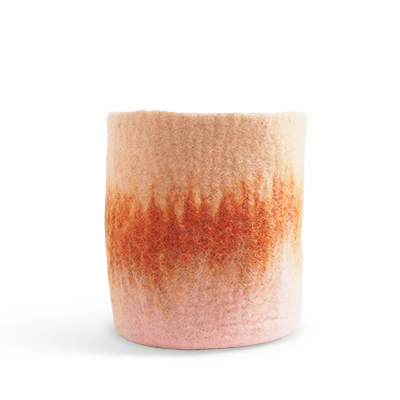 Large flower pot made of wool in pink - coral - terracotta with an ombre effect.