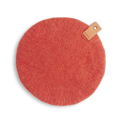 Round seat cushion in wool with a hanger in eco leather - terracotta color.
