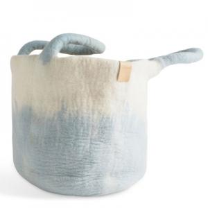 Large wool basket in white and light blue, with ombre effect.