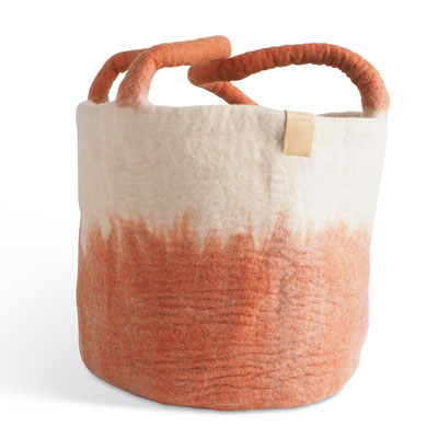 Large wool basket in white and terracotta, with ombre effect.