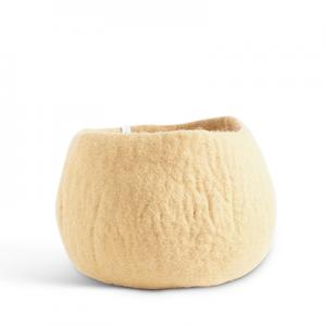 Medium rounded flower pot in color sand, made of wool.