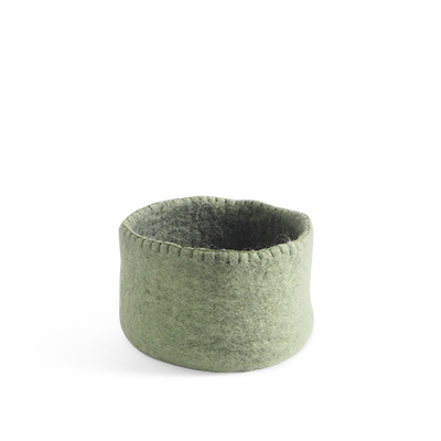 Table basket in wool, in size S - color sage green.