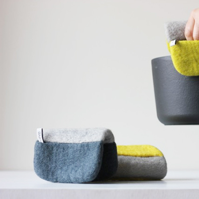 Pot holders - 100% wool - darkgrey/lightgrey and lightgrey/yellow