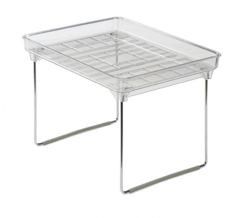 Liten stapelbar förvaringshylla från Madesmart. Hjälper dig att skapa ordning i ditt köksskåp eller badrumsskåp