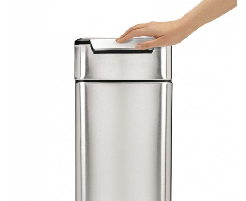 Simplehhuman touchbar soptunna öppnas eneklt med höften, knät eller handen.