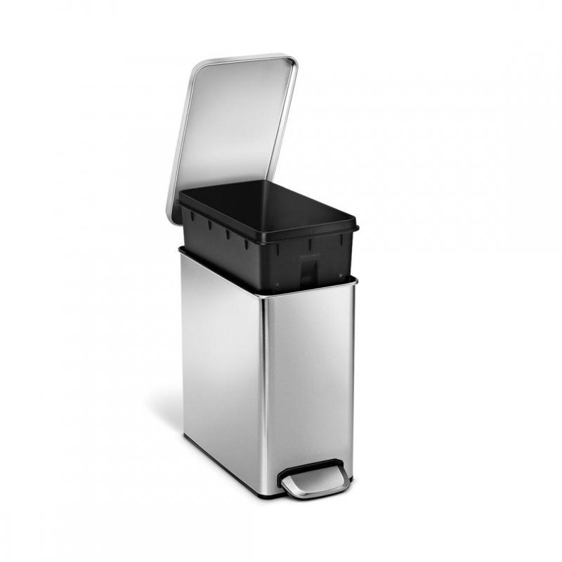 Simplehuman rektangulär pedalhink 10 liter är perfekt i badrummet eller på toaletten