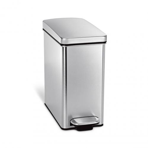 Simplehuman rektangulär pedelhink på 10 liter med soft close är perfekt på toaletten eller i badrummet.
