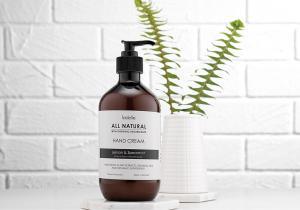 Ladelle All Natural handkräm är tillverkad av enbart naturliga ingredienser