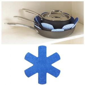 Papillon stekpanneskydd i blått. Skyddar dina teflonstekpannor från repor och skrapmärken.