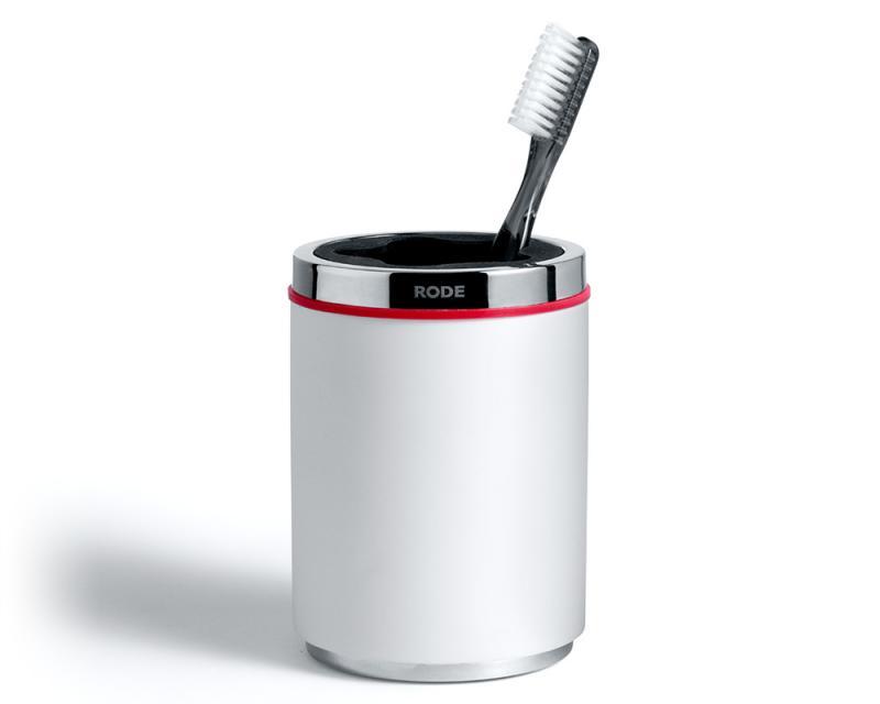 Rode Bath vit tandborstmugg i gjutmarmor. Elegant och stilren dansk design