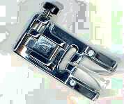 Sicksackpressarfot med svart knapp (1)