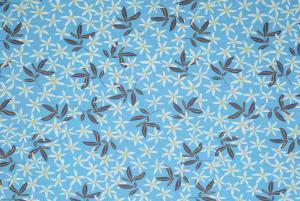 Blommor/löv på ljusblå botten