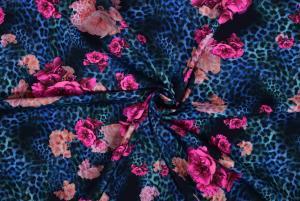 Djurmönster med rosa blommor