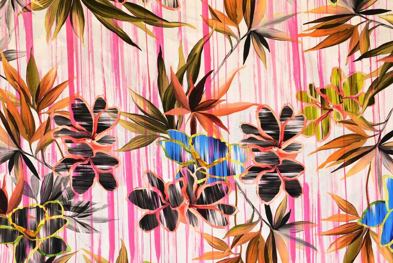 Rosa ränder med blommor
