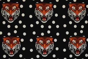 Tiger på svart botten
