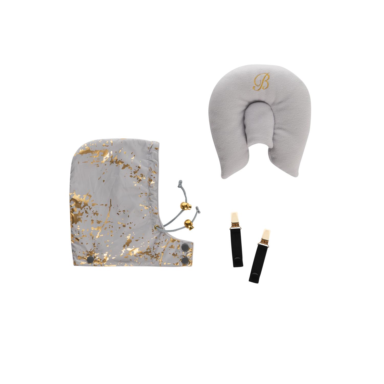 Kudde och luva till åkpåse i grå och guld. Klämmor för att använda åkpåse som överdrag till bärsele.