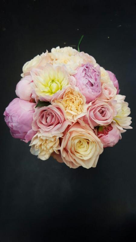 Brudbukett tre sorters rosor