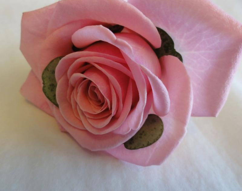 Corsage med rosa ros