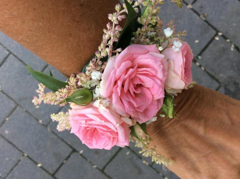 Rosa handledscorsage
