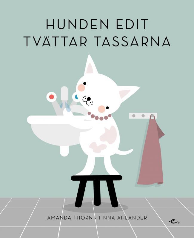 Hunden Edit tvättar tassarna