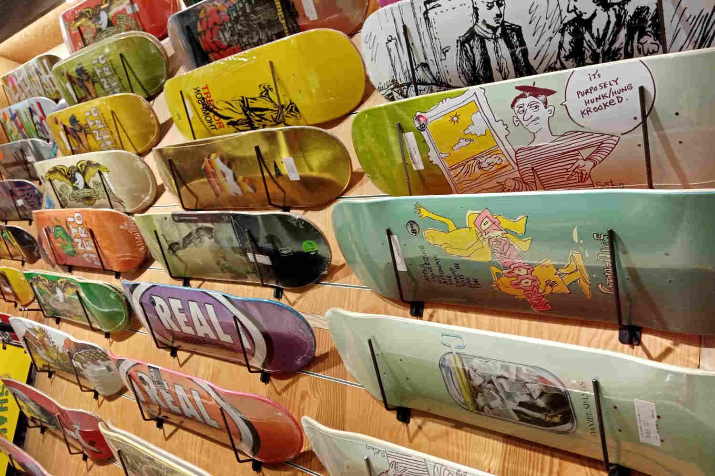 Skateboard decks och brädor från dina favoritmärken