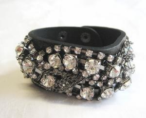 Läder armband med kedjor och strass bredd 3,2 cm