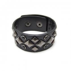 Armband mörkbrun läderimitation med nitar och pärlor