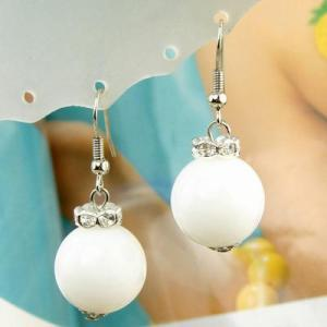 Örhängen vit pärla
