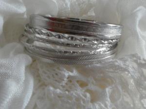 Amband silverfärgat med stela ringar
