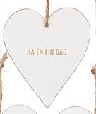 """Tags i trä, hjärta med guldtext: """"Ha en fin dag"""""""