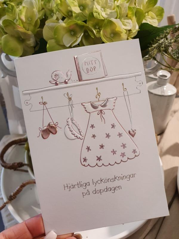 Hjärtliga lyckönskningar på dopdagen (flickkläder), kort från Pictura
