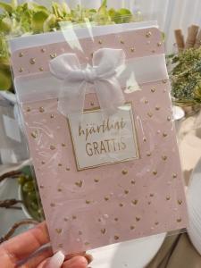 Hjärtligt grattis (rosa med sidenrosett), kort från Pictura