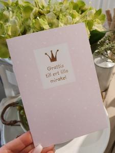 Grattis till ert lilla mirakel (rosa), kort från Pictura