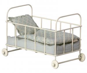 Barnsäng micro i metall, vit med blå sängkläder, Maileg   LEV OKT/NOV