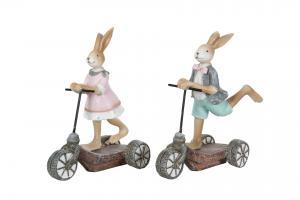 Kaninflicka på sparkcykel - A lot