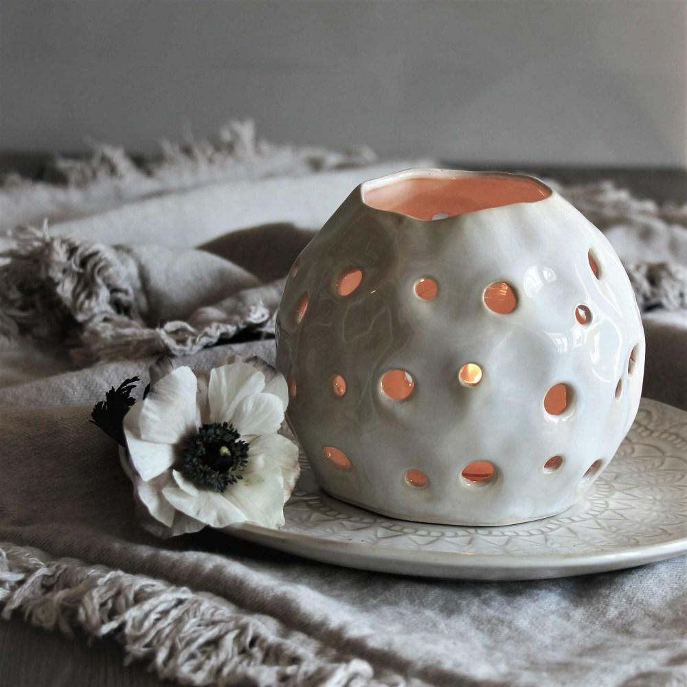 Maja Lykta i keramik, Happiness