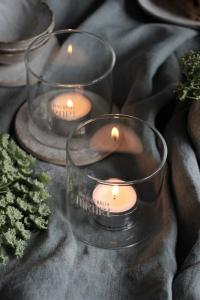Maja,  Lärare (ljuslykta i borosilikatglas)