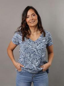 Blommig t-shirt med V-hals, Blå (Tuva) - Mix by Heart