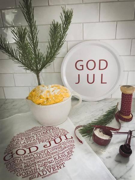 Bricka: GOD JUL - Mellow Design (rund, vit med röd text)
