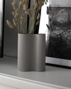 Bunn Ljusgrå dubbel keramikvas - Storefactory      KOMMER OKT/NOV